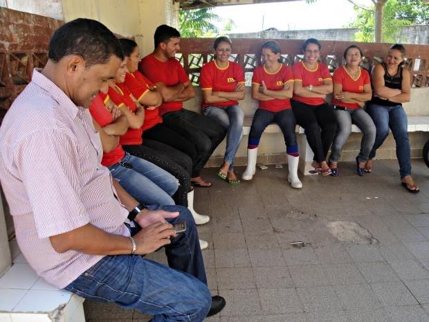 Com salários atrasados, servidores cruzam os braços em Crueiro do Sul (Foto: Adelcimar Carvalho/G1)
