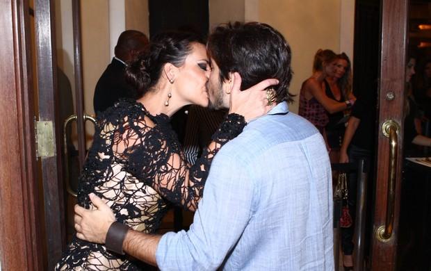 Camila Rodrigues e o marido Roberto Costa  (Foto: Roberto Teixeira/EGO)