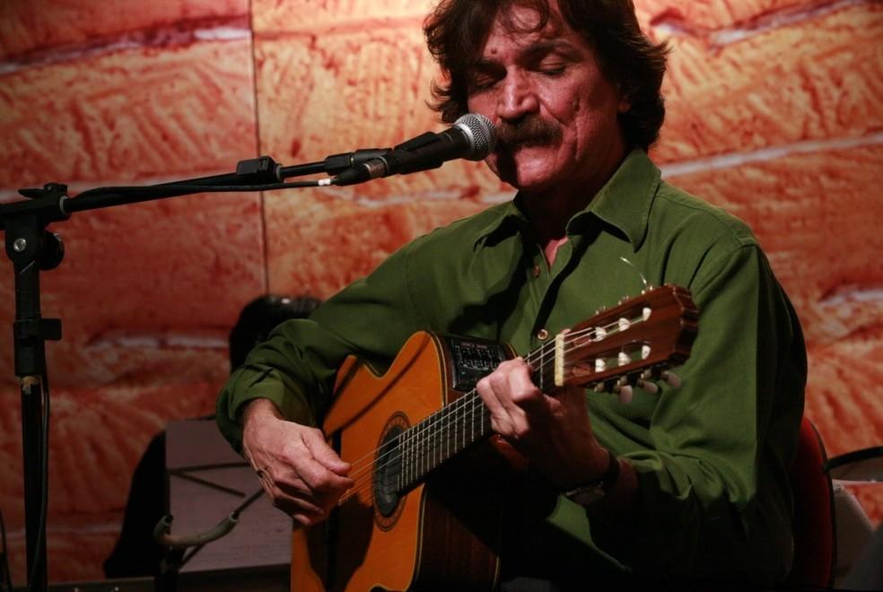 Cantor e compositor Belchior morreu aos 70 anos (Foto: Daniel Roman/Arquivo Diário do Nordeste)