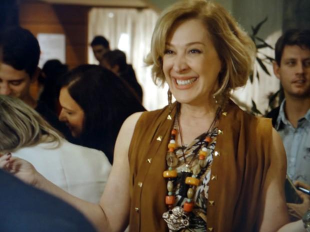 Samantha fica toda feliz ao encontrar o bonitão (Foto: TV Globo)