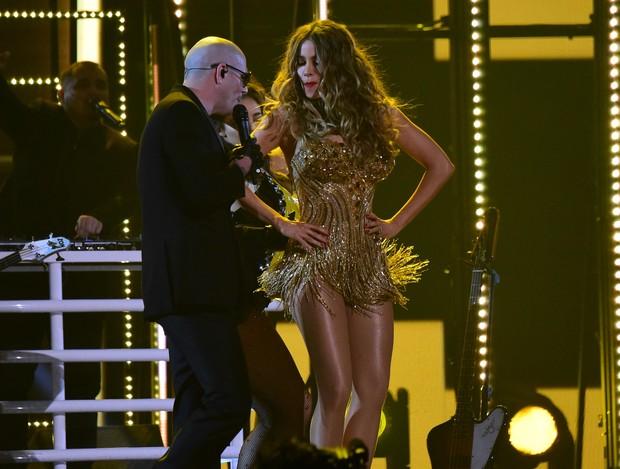 Sofia Vergara e Pitbull (Foto: KEVORK DJANSEZIAN / GETTY IMAGES NORTH AMERICA / AFP)