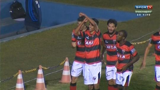 """""""Nosso time jogou muito mal"""", diz Cicinho após empate com o Dragão"""