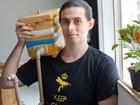 Estudante cria 5 mil abelhas em apartamento de 42 m² no centro de São Paulo