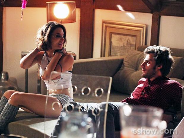 Martin surpreso com a ousadia de Micaela  (Foto: Carol Caminha / TV Globo)