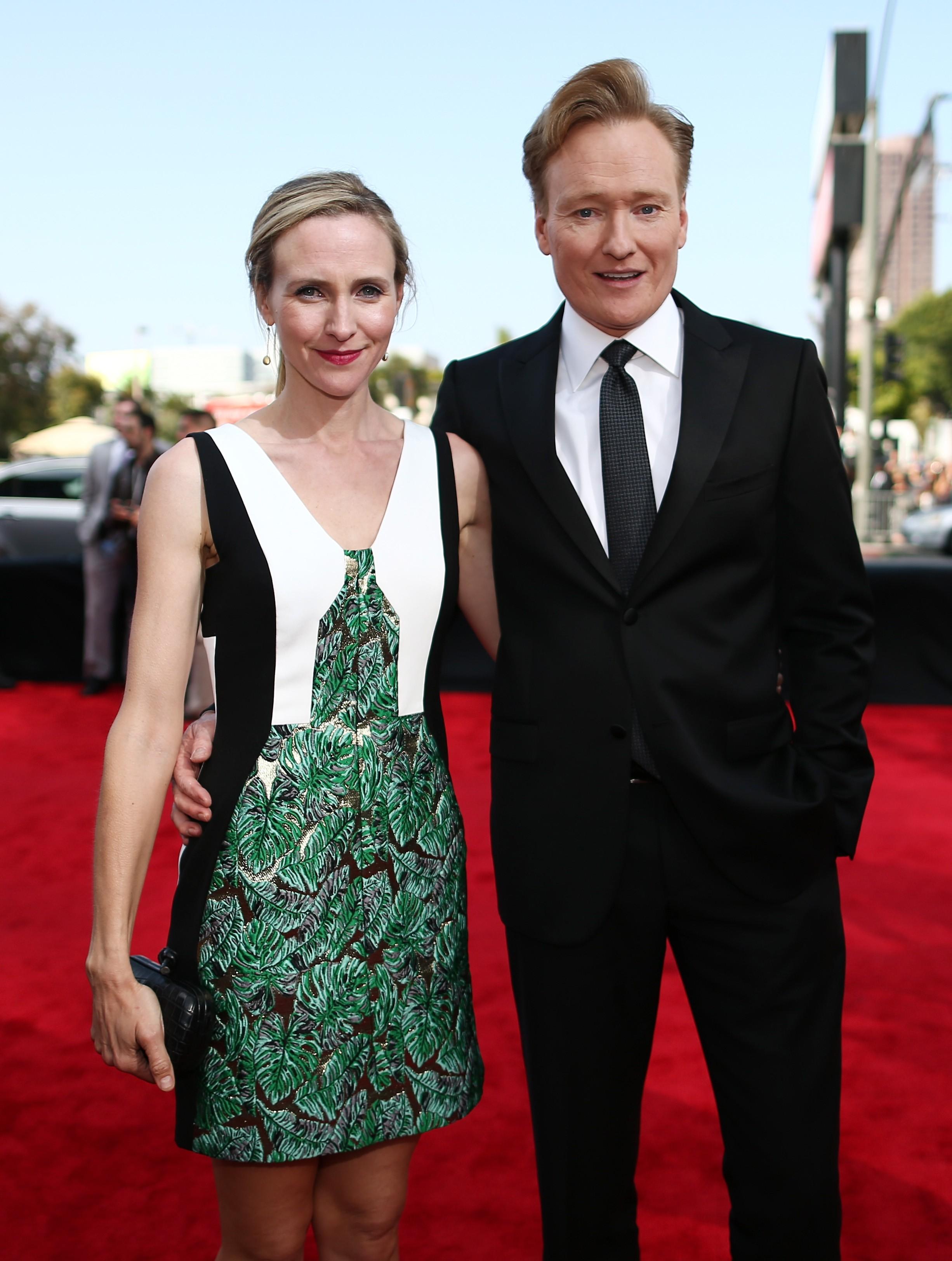 O apresentador de 'Late Night' apaixonou-se pela publicitária Liza Powel. A cerimônia de casamento aconteceu em 2002 e da união veio dois filhos. (Foto: Getty Images)