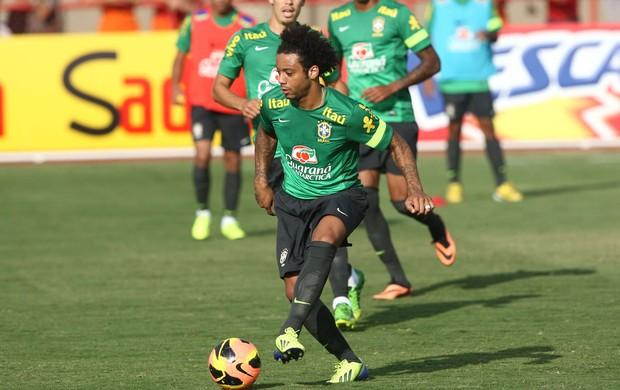 Marcelo treino Seleção (Foto: Mowa Press)