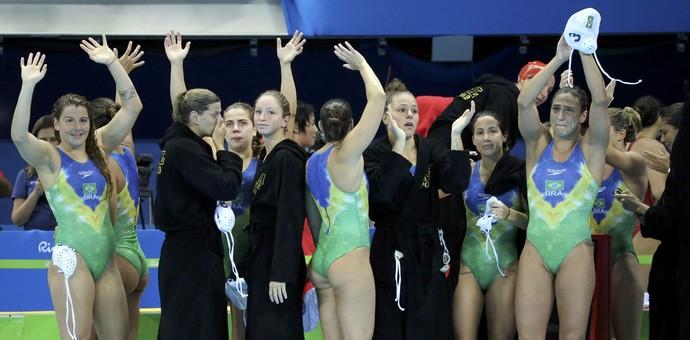 Meninas do polo aquático choram ao se despedir dos Jogos (Foto: Reuters)
