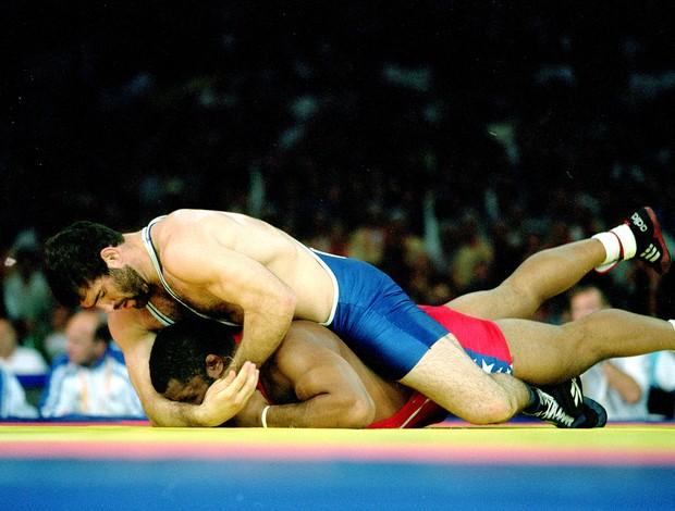 luta greco romana Saghid Mourtasaliyen e Melvin Douglas (Foto: Agência Getty Images)