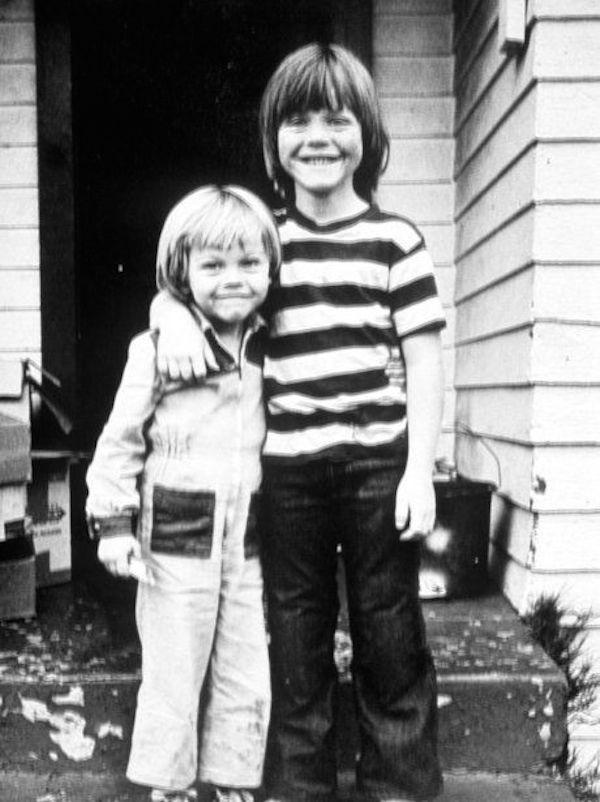 Leonardo DiCaprio e o irmão mais velho na infância (Foto: Arquivo de família)