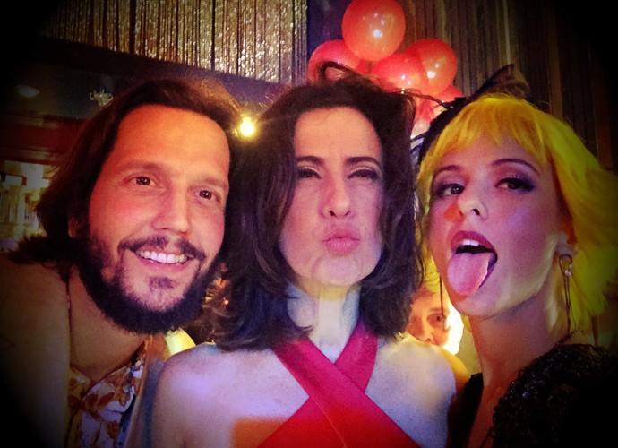 Fernanda de Freitas posa ao lado de Fernanda Torres e Vladmir Brichta (Foto: Arquivo Pessoal)