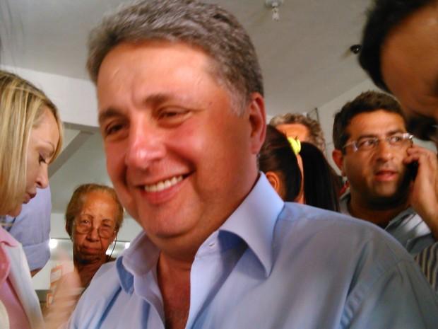 O candidato do PR, Anthony Garotinho, faz campanha em Itaboraí (Foto: Gabriel Barreira/G1)