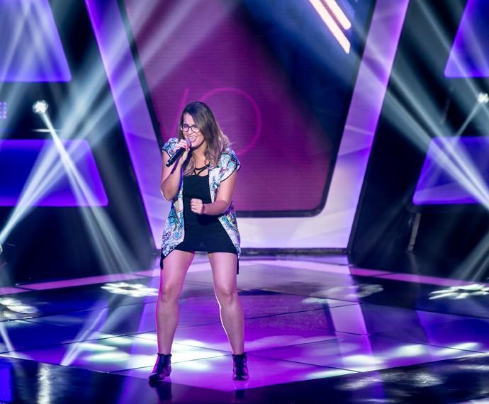 Camilla Leonel canta 'Pensando em Você' no palco do 'The Voice Brasil' (Foto: Isabella Pinheiro/Gshow)
