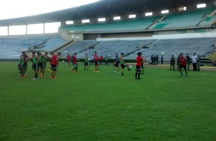 Treino do Botafogo-SP (Foto: Luiz Claudio Alba/CBN Ribeirão)
