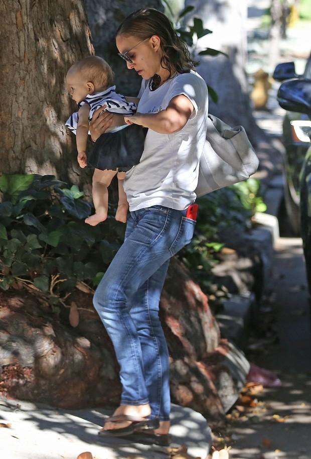 Natalie Portman e a filha, Amalia (Foto: Grosby Group)