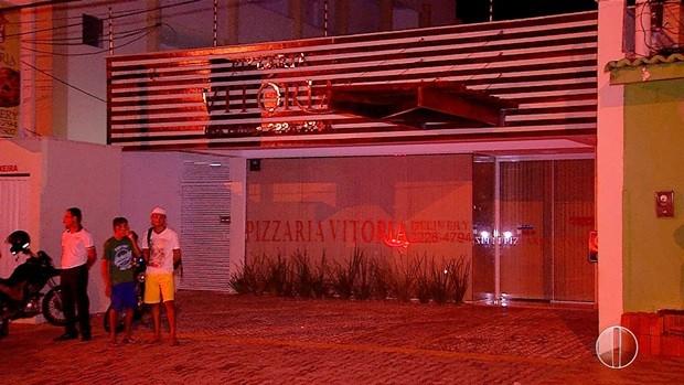 Pizzaria alvo dos criminosos fica na Av. Abel Cabral, em Nova Parnamirim (Foto: Reprodução/Inter TV Cabugi)