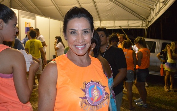 Sheila Carvalho confere show de Ivete (Foto: Felipe Souto Maior/AgNews)