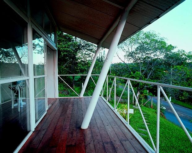 Casa de 86 m² tem arquitetura inspirada na cultura afro-brasileira e decoração rústica