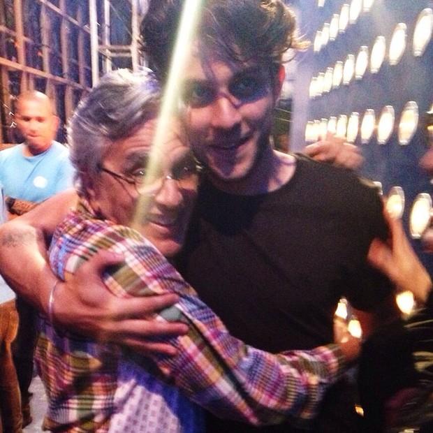 Caetano Veloso com Chay Suede (Foto: Reprodução/Instagram)