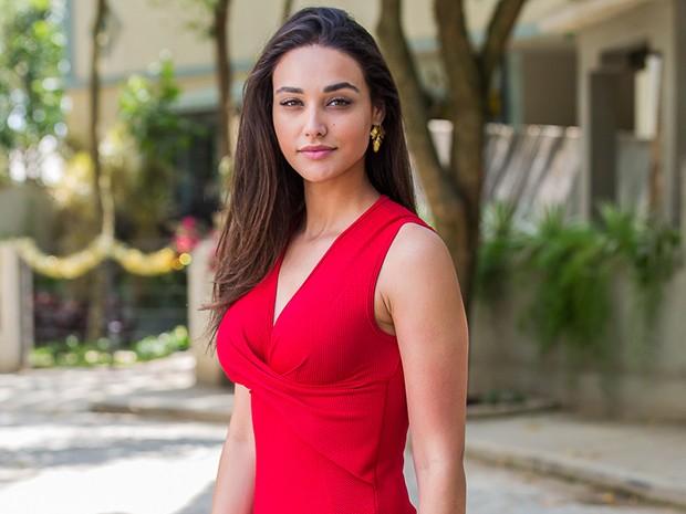 Débora Nascimento revela que não resiste a um panetone (Foto: Artur Meninea/Gshow)