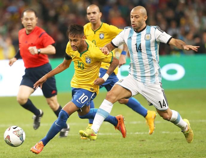 Neymar e Mascherano, Superclassico, Brasil x Argentina (Foto: EFE)