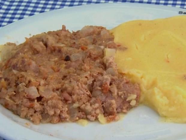 Cucanha tem polenta, linguiça e tomate (Foto: Reprodução/EPTV)
