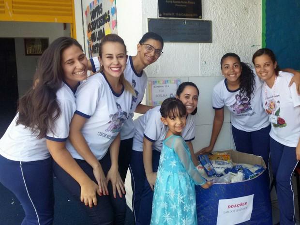 Bárbara e professoras de creche localizada no Núcleo Bandeirante (Foto: Priscilla Sales/Arquivo Pessoal)