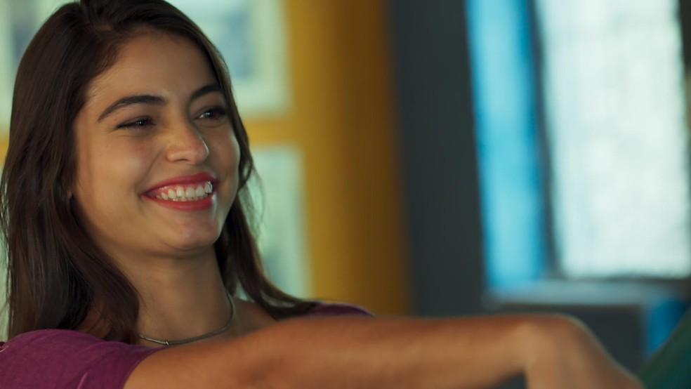 Krica pensa em um apelido para o amado (Foto: TV Globo)