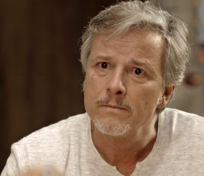 Vittorio se choca ao saber que Milena e Ralf dormiram juntos (Foto: TV Globo)
