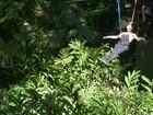 Ousadia! Ana Maria desce de tirolesa em comemoração aos 18 anos do Louro