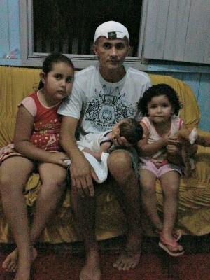 Airton Silva Leitão, de 41 anos, cuida dos três filhos (Foto: Arquivo pessoal)