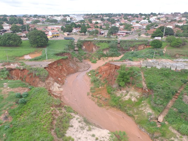 Cratera pode ficar ainda maior se as chuvas continuarem (Foto: Marcos Filho/Ascom)