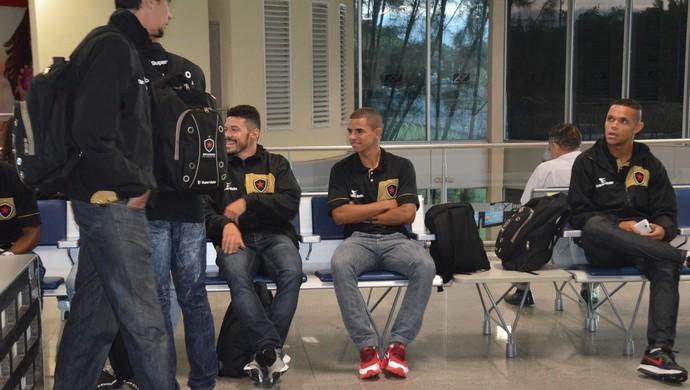 botafogo-pb, aeroporto, joão pessoa (Foto: Edgley Lemos / GloboEsporte.com)