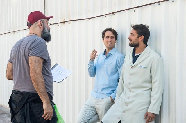 Mauro Mendonça Filho dirige Igor Angelkorte e Rafael Cardoso (Foto: Raquel Cunha/TV Globo)