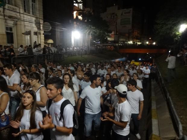 Caminhada em homenagem a vítimas de incêndio em Santa Maria (Foto: Márcio Luiz/G1)