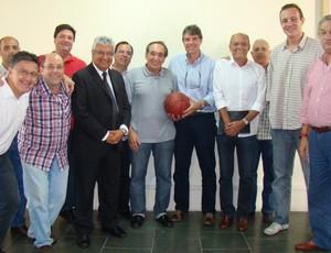 Cássio Roque e Kouros Monadjemi presidente LNB NBB (Foto: Divulgação/LNB)