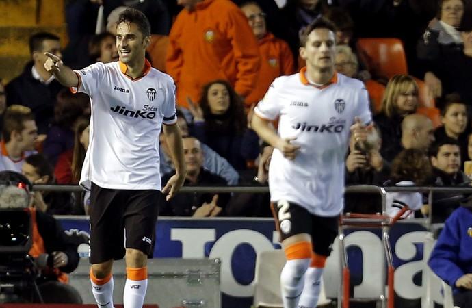 Jonas comemora gol pelo Valencia (Foto: EFE)