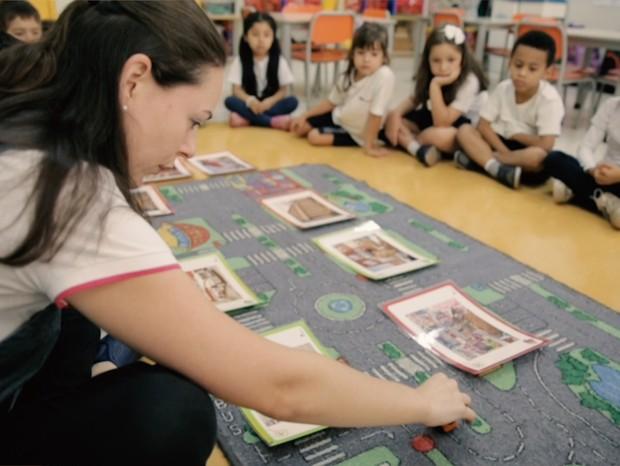 As aulas de inglês do AB Sabin respeitam o ritmo de cada aluno e promovem a exposição das crianças ao idioma de forma concreta e lúdica, em um ambiente estimulante à aprendizagem (Foto: Divulgação)