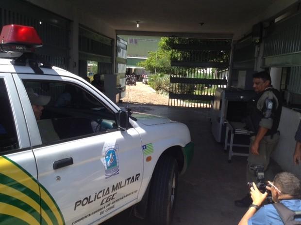 Tropa de choque é acionada para controlar ânimos na Casa de Custódia em Teresina (Foto: Catarina Costa/G1)