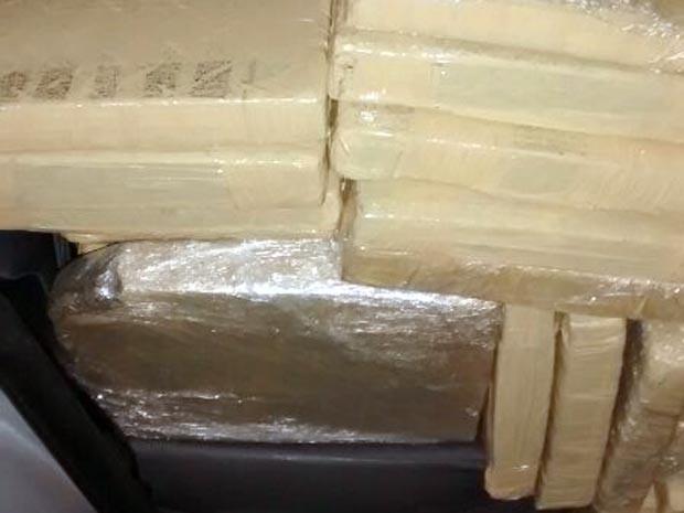 tonelada maconha trevo Bom Despacho MG posto de combustíveis carro droga (Foto: G1/G1)
