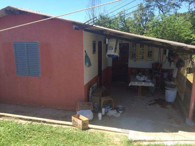 Casal de idosos e filho são mortos em Atibaia (Foto: Peterson Grecco/ TV Vanguarda)