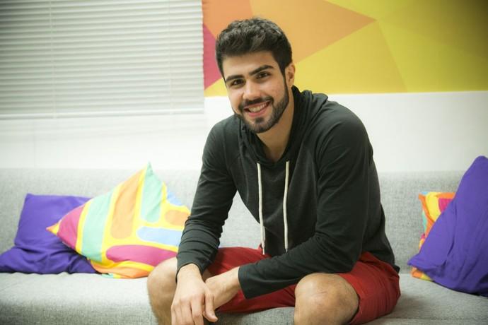Juliano Laham responde às perguntas dos internautas no Twitter oficial do BBB (Foto: Raphael Dias/ Gshow)