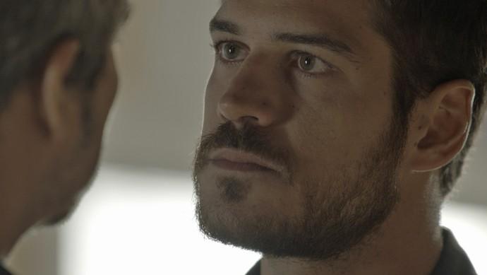 Mesmo assim, Dante cumpre com seu dever de policial (Foto: TV Globo)