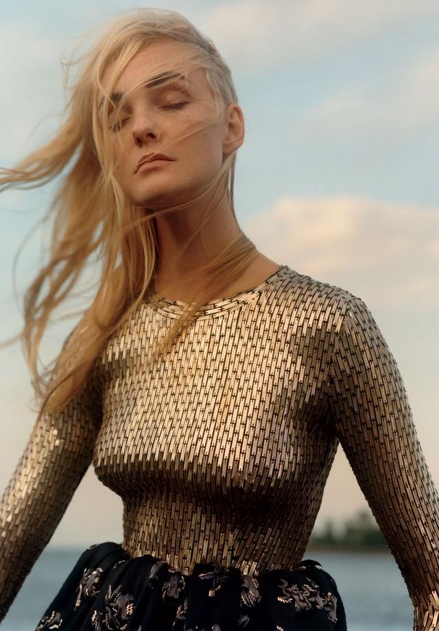 Carol Trentini (Foto: Jamie Hawkesworth, Vogue US, dezembro de 2015 )