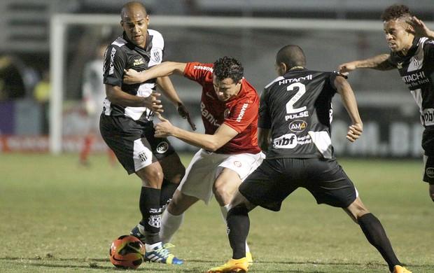Fellipe Bastos e Leandro Damião jogo Ponte Preta e Internacional (Foto: Marcos Bezerra / Ag. Estado)