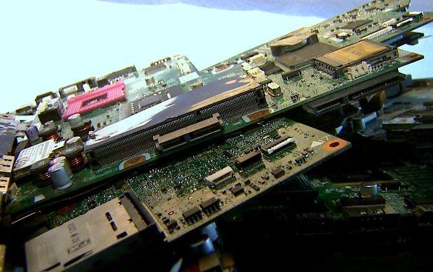 Lixo eletrônico é transformado em arte por  (Foto: Bom Dia Amazônia )