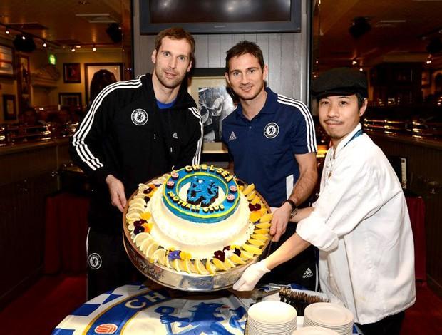 Lampard Cech Chelsea Japão bolo (Foto: Reprodução / Facebook Oficial)