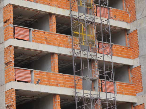 Prédio em construção na região central de Brasília (Foto: Paulo Pimenta/G1)