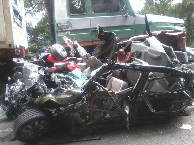 Grave acidente na Anchieta envolveu sete veículos (Foto: Hélio Marques do Nascimento / VC no G1)