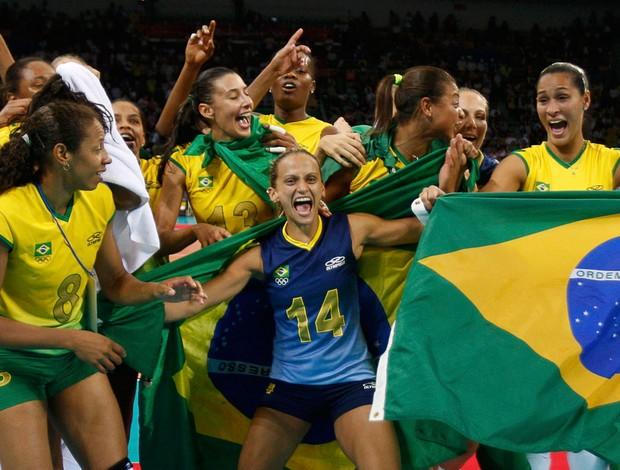 vôlei festa brasil feminino campeão medalha de ouro pequim 2008 (Foto: Agência Reuters)
