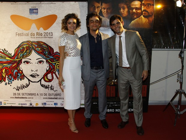 Sophie Chalotte, Wagner Moura e Juliano Cazarré em pré-estreia de filme no Rio (Foto: Graça Paes/ Foto Rio News)